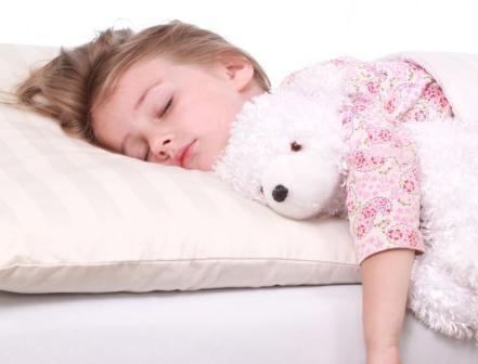 Как выбрать подушку и одеяло для ребенка