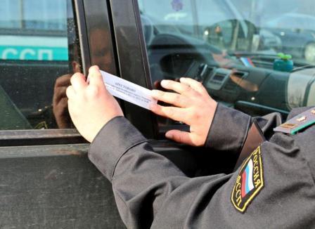 Почему автомобили попадают под запрет на регистрационные действия?